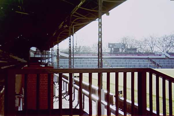 craven-cottage_1996_01