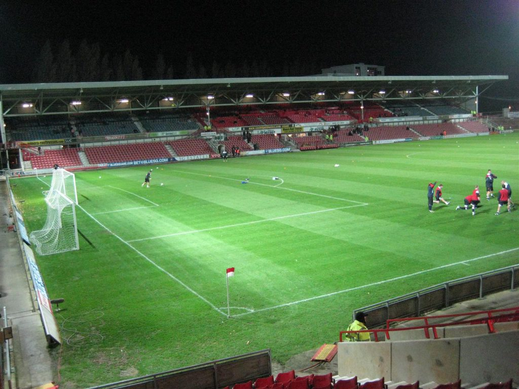 Racecourse Ground_2010_03