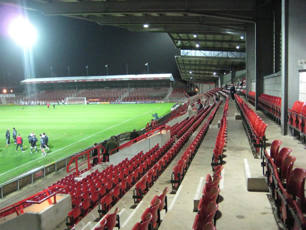 Racecourse Ground_2010_04