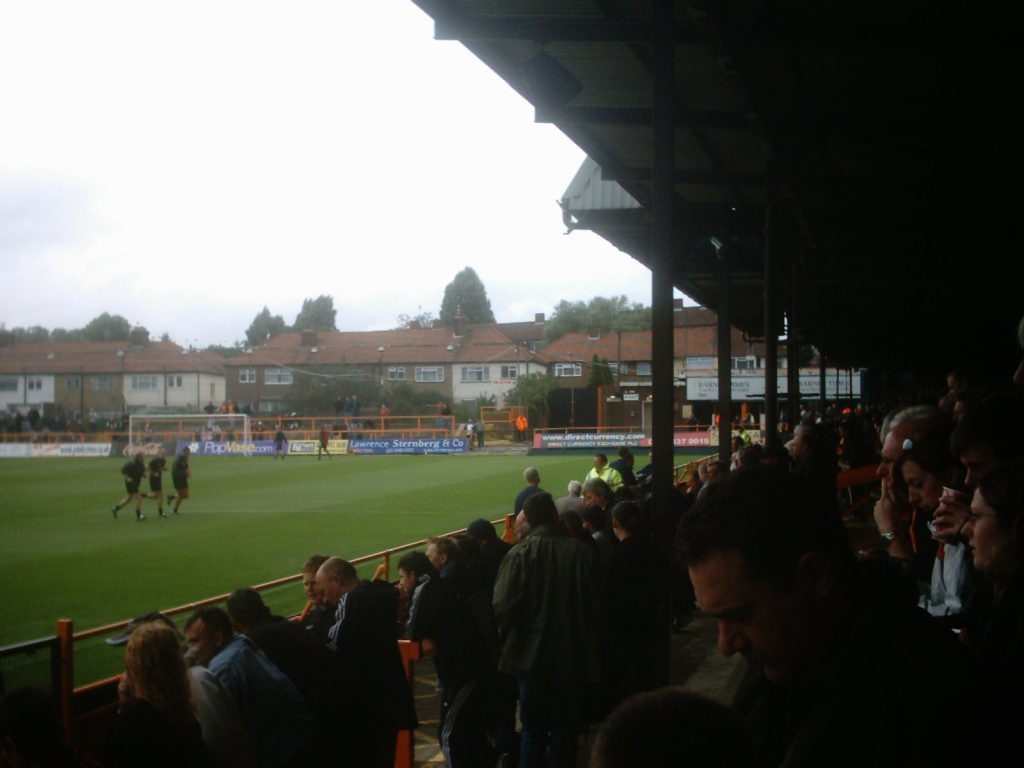 North Terrace (links achter doel), rechts East Stand facing Central East Terrace